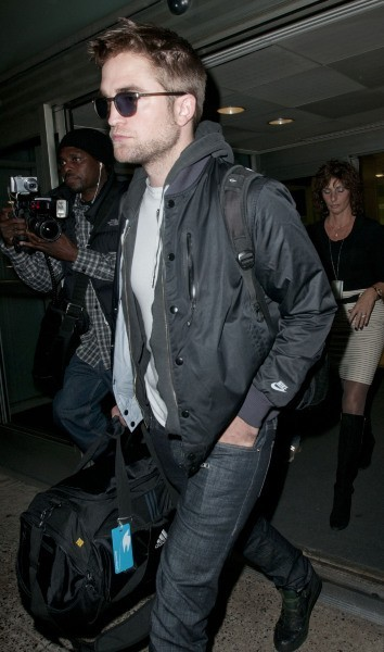 Robert Pattinson à l'aéroport JFK à New York, le 23 novembre 2012.