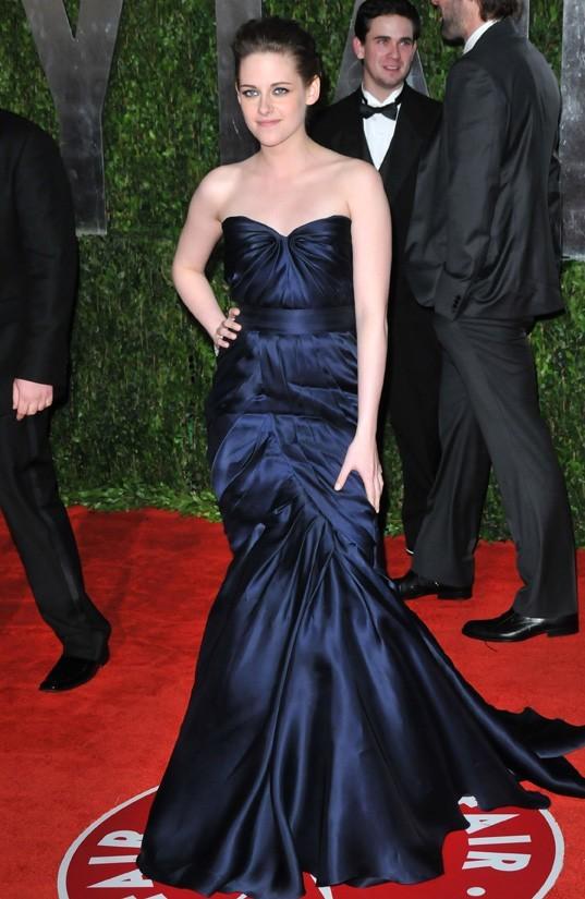 Kristen aime les robes bustiers ...