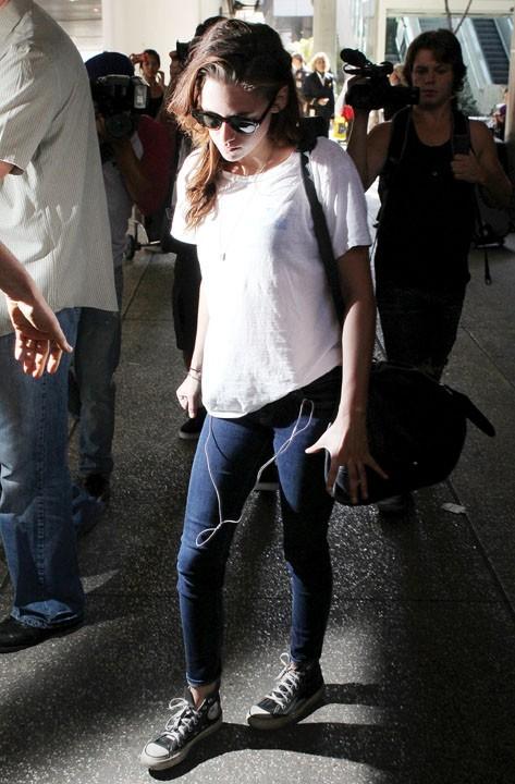 Kristen Stewart à l'aéroport de Los Angeles le 28 septembre 2012