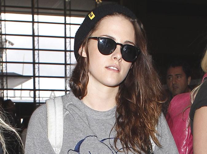 Kristen Stewart : un bon look casual comme elle les aime pour débarquer à Paris !
