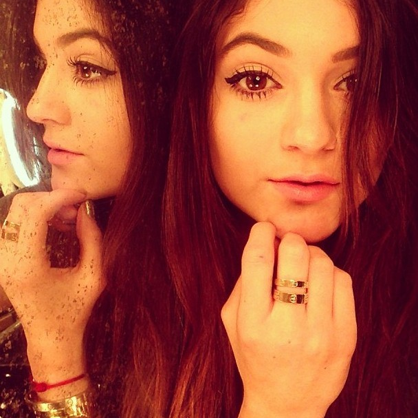 Kylie Jenner expose sa bague Cartier en photo !