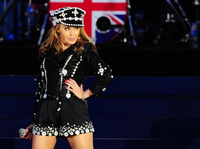 Kylie est australienne mais elle aime sa Reine !