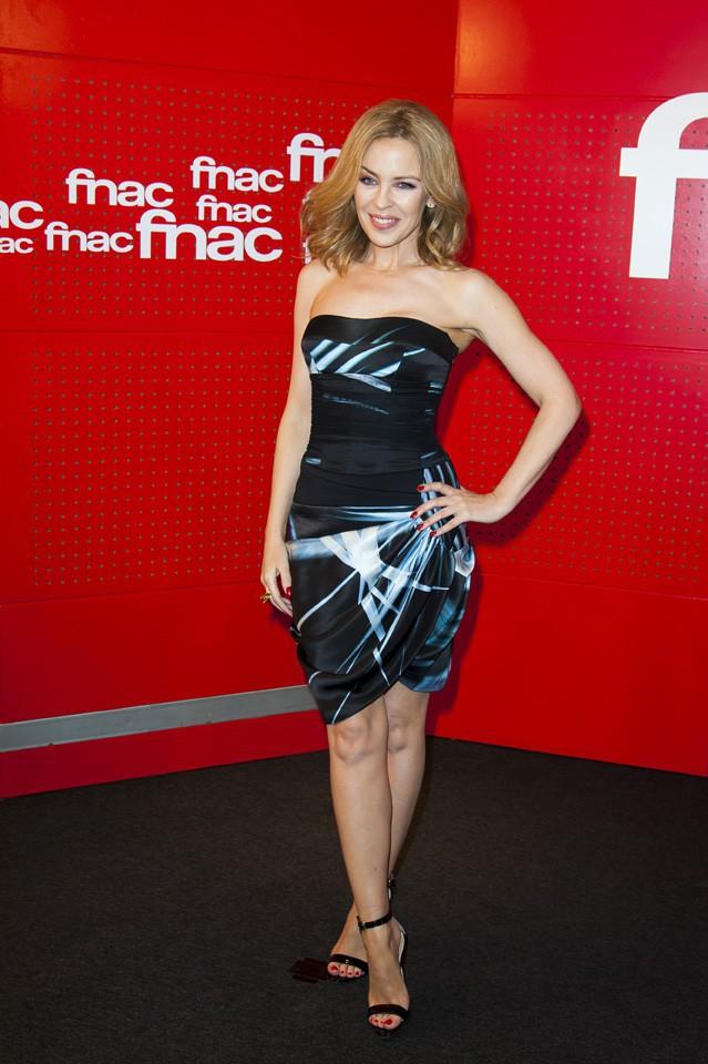 Kylie Minogue en dédicaces à Paris le 19 mars 2014
