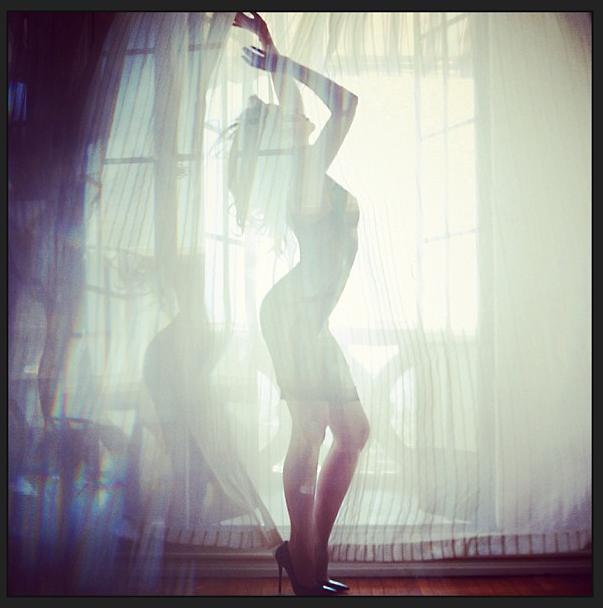 Kylie Minogue toujours aussi sexy à 45 ans !