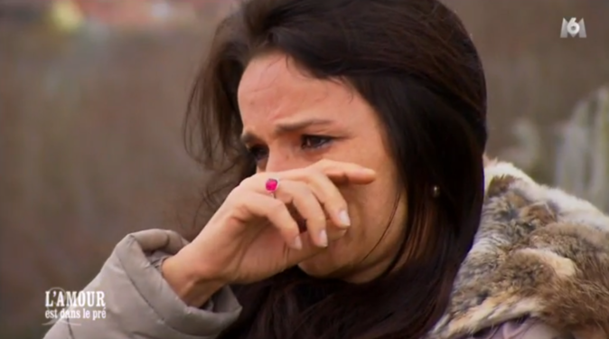 ... et ne peut retenir ses larmes !