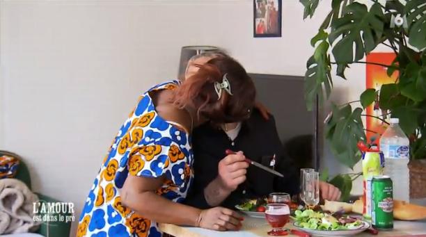 Qu'importe, Céline décide d'embrasser Paulo par surprise !
