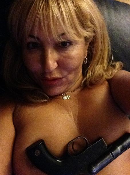 Marie Paule : L'ancienne prétendante de L'Amour est dans le pré s'affiche encore nue sur Twitter !