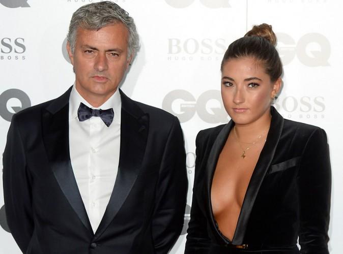 Photos la fille de jos mourinho sort le grand jeu et affole le web avec son d collet plongeant - Le grand schtroumpf et la schtroumpfette ...