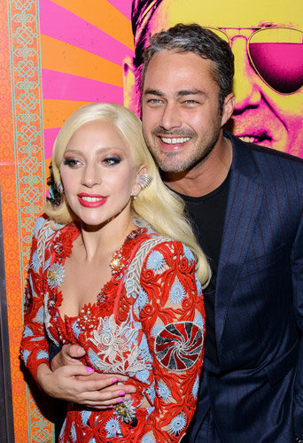 Photos : Lady Gaga amoureuse de Taylor Kinney et toujours aussi culottée !