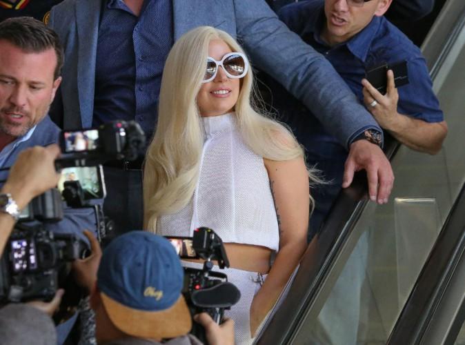 Lady Gaga : arrivée très attendue en blanc de la future mariée à Los Angeles !