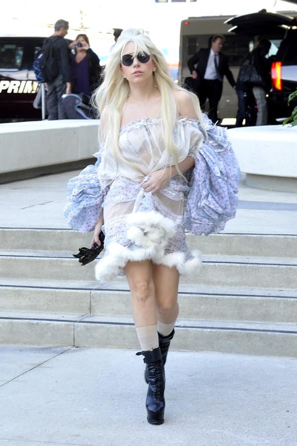 Lady Gaga à l'aéroport de Los Angeles le 22 octobre 2013