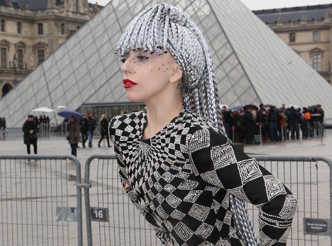 Lady Gaga : complètement perchée, elle fait son show à Paris !