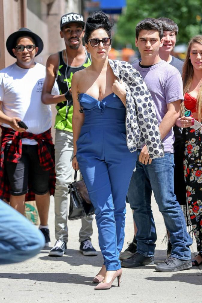 Photos : Lady Gaga : coupe afro et soutien-gorge au placard, la Mother Monster mise sur le naturel !
