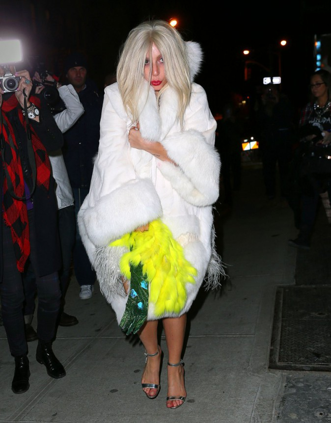 Lady Gaga sortant d'un tournage d'American Horror Story