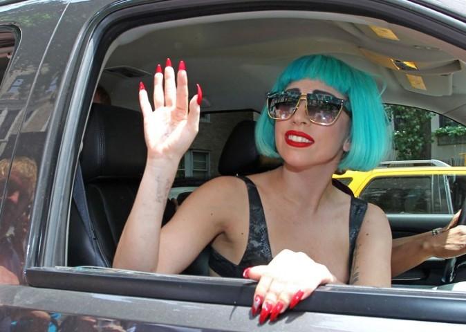 Lady Gaga quittant son hôtel pour aller faire un peu de promo !