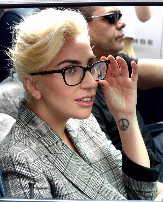 Photos : Lady Gaga en soutien-gorge sexy dans les rues de New York
