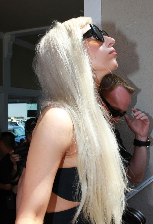 Sa longue crinière blonde de l'époque de Poker Face !