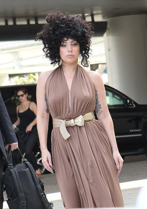 Photos : Lady Gaga : moue boudeuse et grève de soutien-gorge !