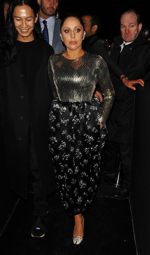 Photos : Lady Gaga : poupée scintillante face à Kate Moss fatiguée !