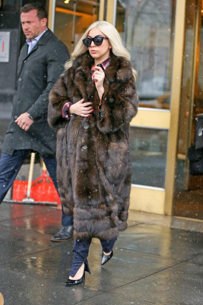 Photos : Lady Gaga : prête à affronter la neige new-yorkaise... vêtue d'un manteau en fausse-fourrure !
