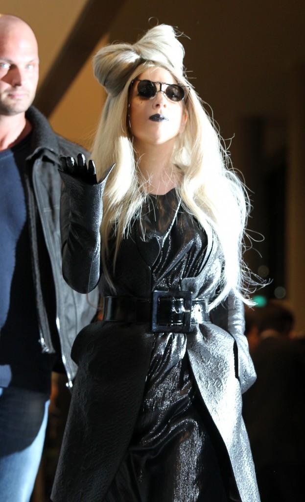 Lady Gaga à l'aéroport de Narita au Japon, le 20 décembre 2011.