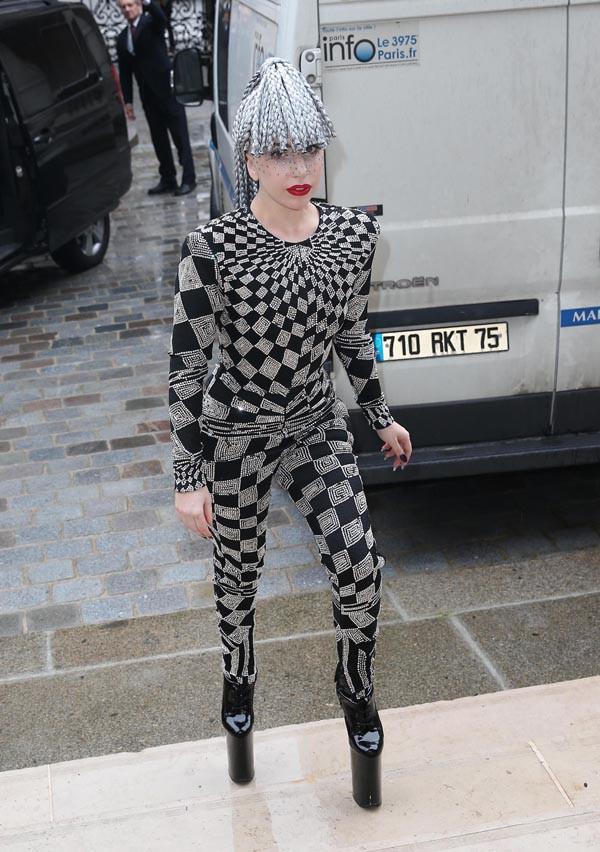 Lady Gaga à son arrivée au Palais Galliera, à Paris, le 20 janvier 2014