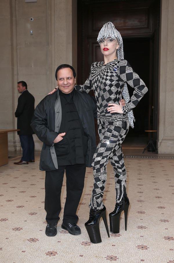 Lady Gaga au côté de Azzedine Alaïa, à Paris, le 20 janvier 2014