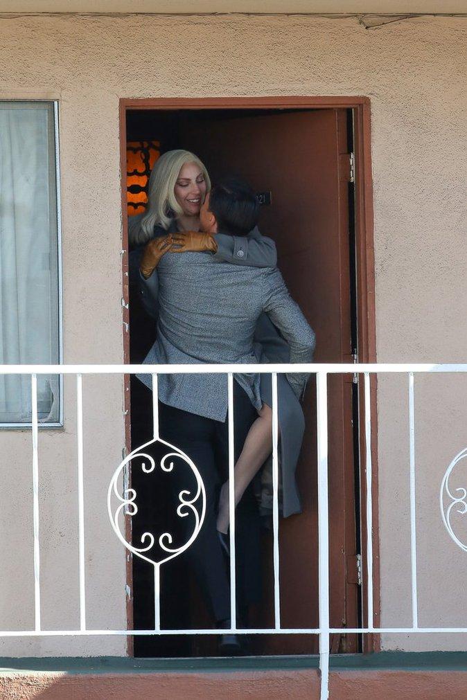 Photos : Lady Gaga : Baiser fougueux sur le tournage de American Horror Story !