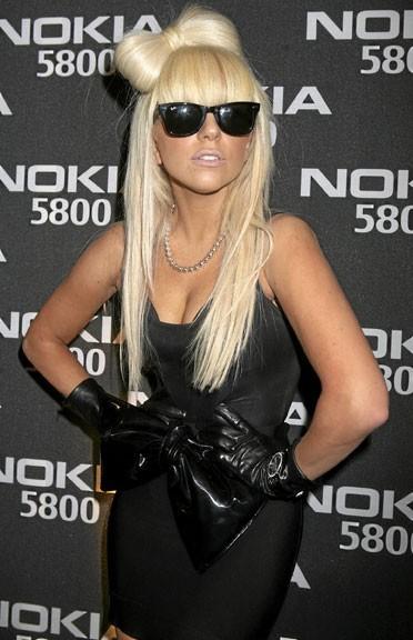 Photo : Lady Gaga provocante avec son noeud dans les cheveux !