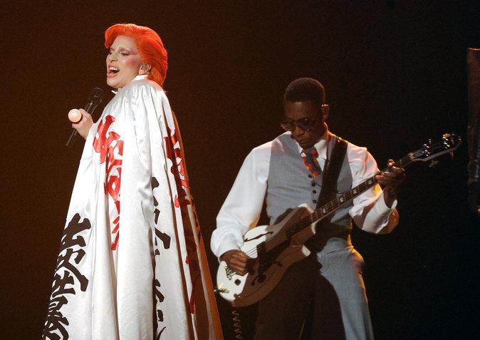Photos : Lady Gaga : son hommage cosmique à David Bowie sous toutes les coutures