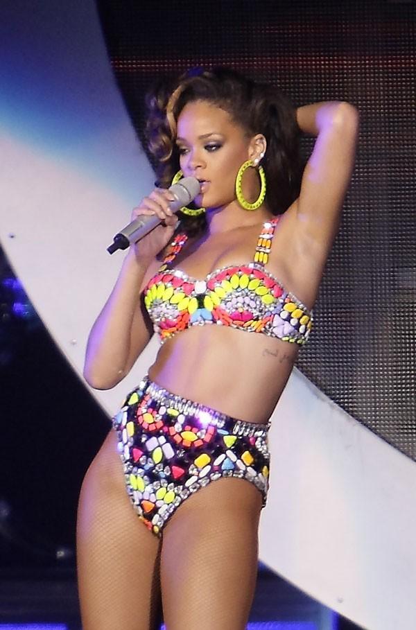 5- Rihanna avec 29 millions de dollars