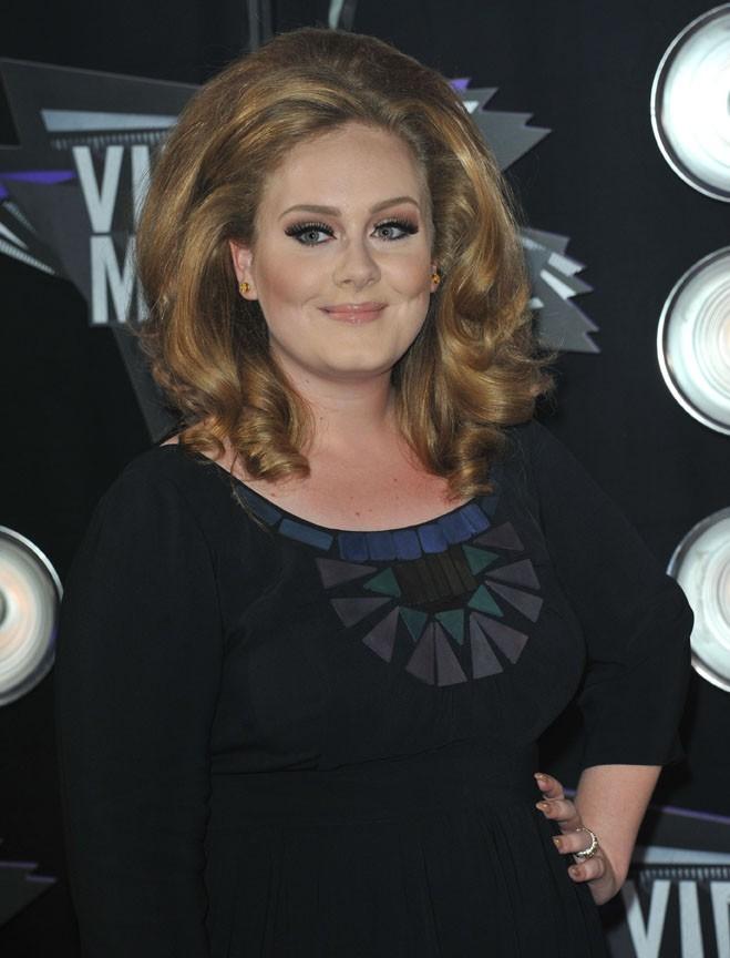 9- Adele avec 18 millions de dollars !