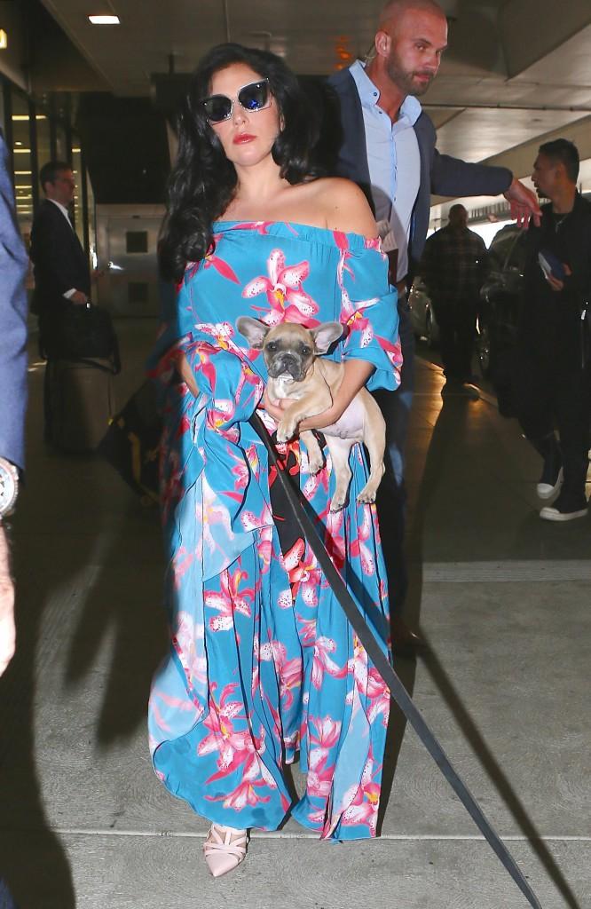 Photos : Lady Gaga : toujours aussi folle de ses deux chiens !