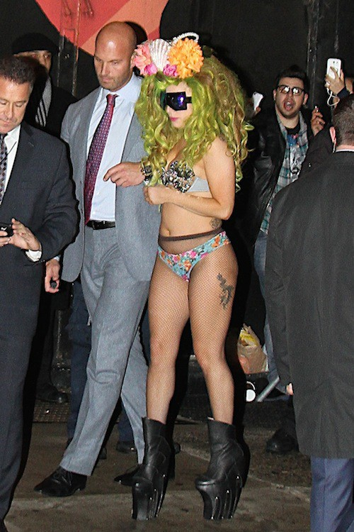 Photos : Lady Gaga : une sirène à moitié nue échappée à New York !