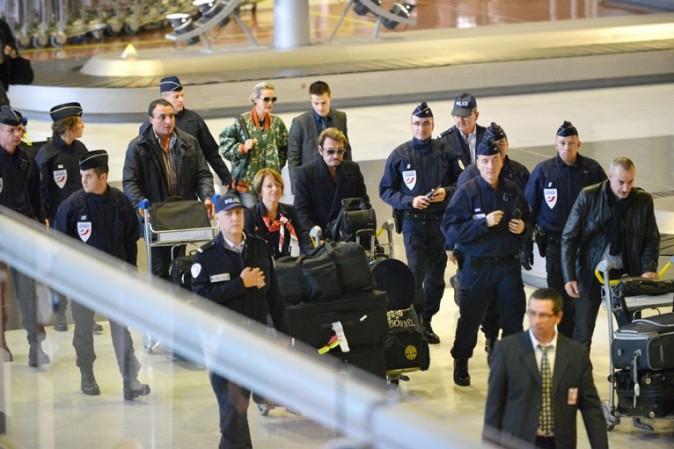 Johnny et Laeticia Hallyday à l'aéroport de Charles de Gaulle, à Paris, le 9 octobre 2012