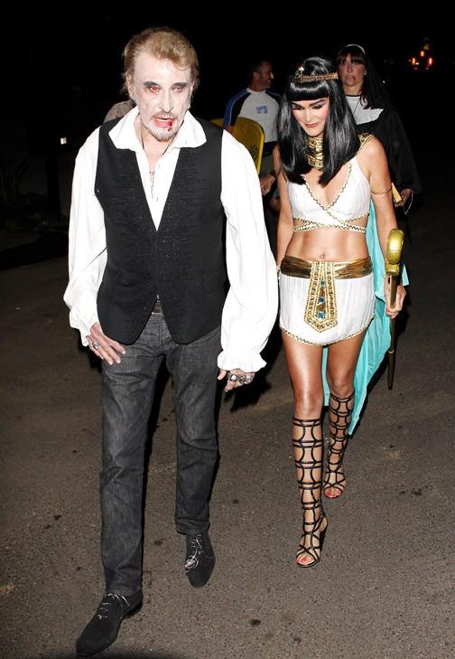Johnny et Laeticia Hallyday à leur arrivée à la fête d'Halloween de Kate Hudson organisée à Brentwood le 26 octobre 2013