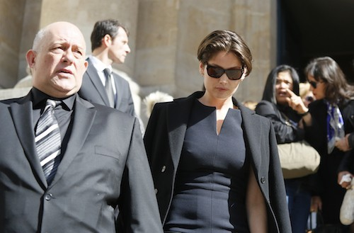 Photos : Laetitia Casta rend un dernier hommage à l'icône mode Maria Luisa…