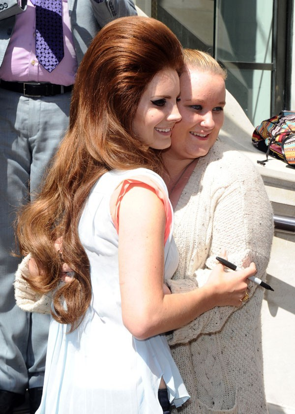 Lana Del Rey à la sortie de son hôtel à Londres le 24 juin 2012