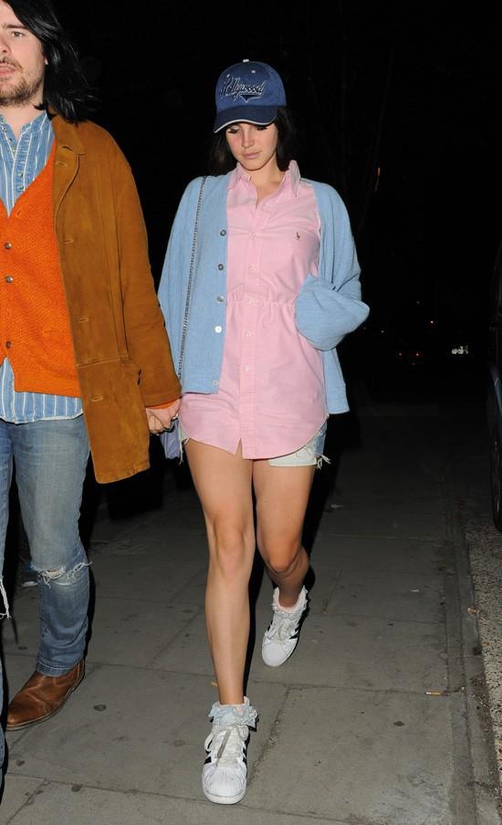 Lanal Dey Rey avec son boyfriend Barrie-James O'Neill à la sortie d'un studio d'enregsitrement de Londres le 11 juillet 2013