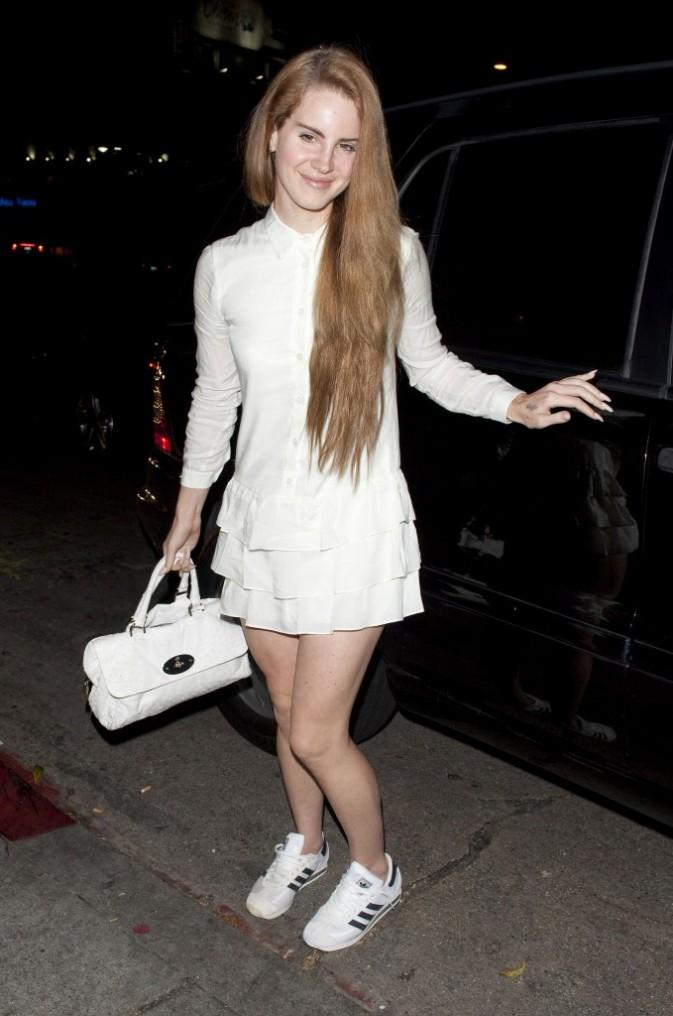Lana Del Rey, full white !
