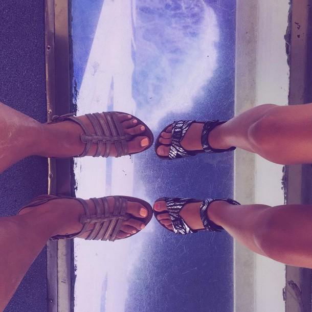 Les pieds dans le vide