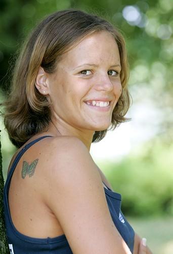 2004 : début d'une carrière médiatique pour Laure Manaudou, ici à 18 ans.