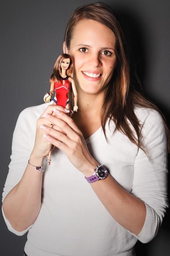 La championne a même une poupée Barbie à son effigie !