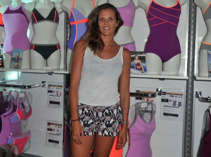Laure Manaudou : peau halée et jolies gambettes pour présenter sa nouvelle collection de maillots de bain !