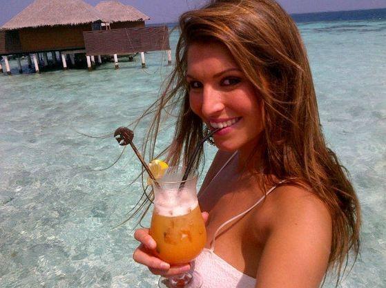 Sexy et épanouie aux Maldives !
