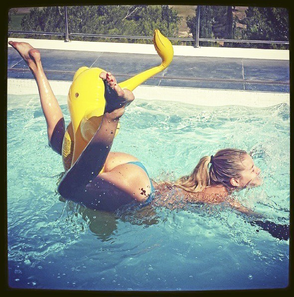 Doutzen Kroes : tant va le cruche à l'eau