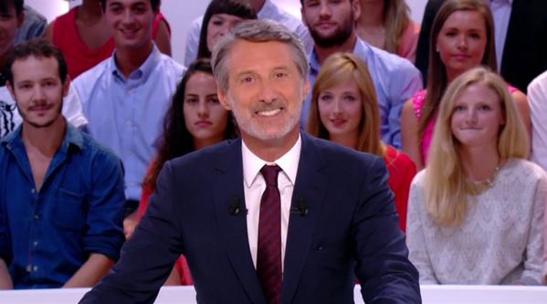 Le sourire charmeur d'Antoine de Caunes !