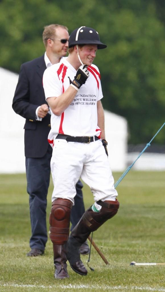 La parfaite tenue du petit joueur de polo. Harry au top !