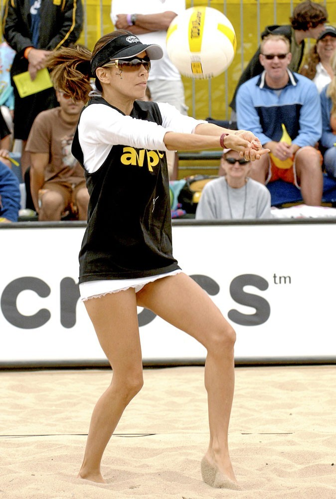 Eva Longoria joue au volley-ball à la plage !