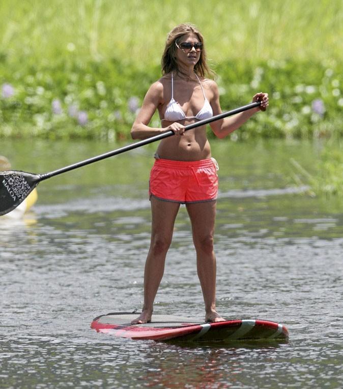 Jennifer Aniston rame à la plage !